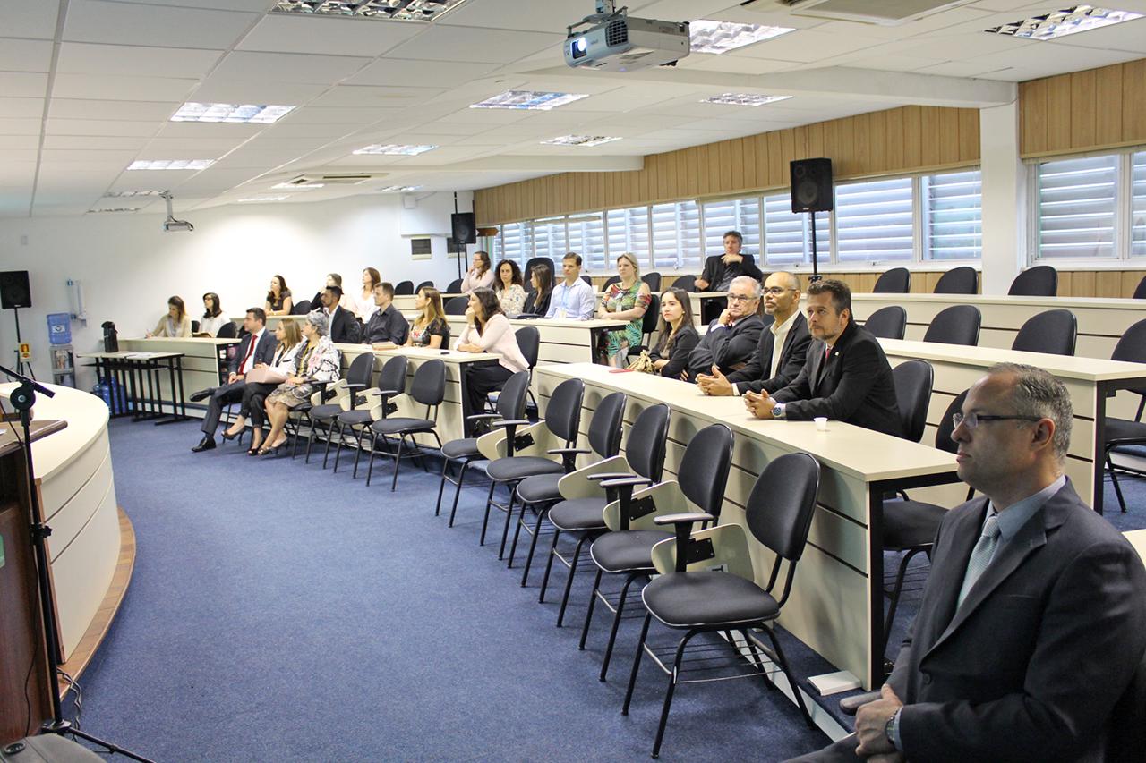 Foto dos representantes das entidades
